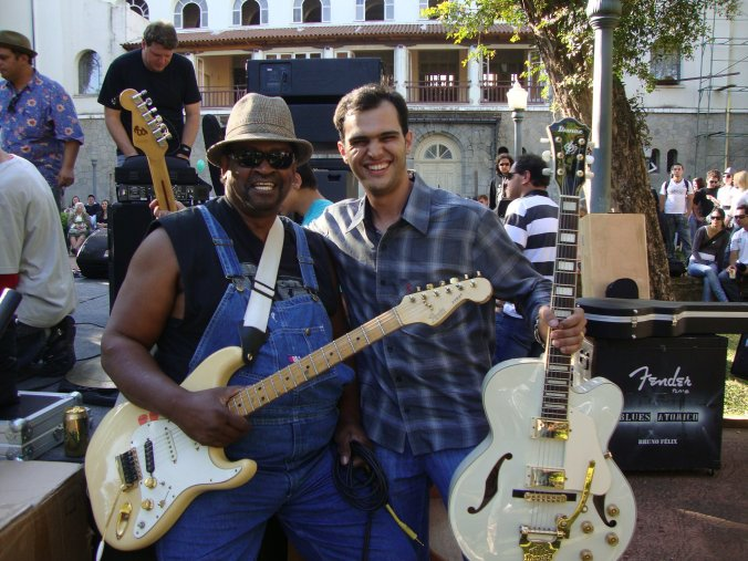 Com o bluesman de Chicago Dave Riley.